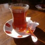 Taifas la un pahar de ceai turcesc