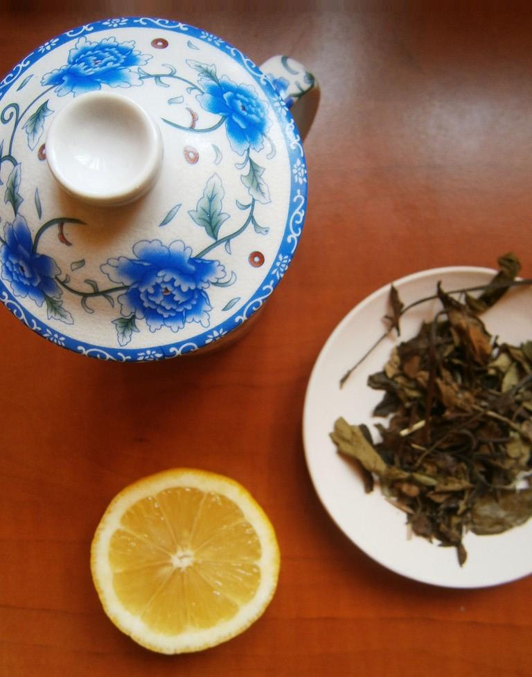 ceai-alb-rozmarin-si-lamaie