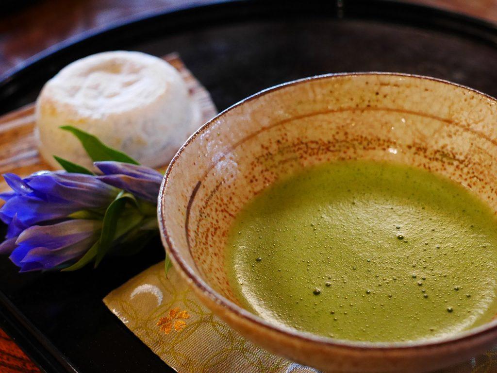 Ceaiul matcha - cum transformăm această pudră rafinată în tradiționala băutură cremoasă?