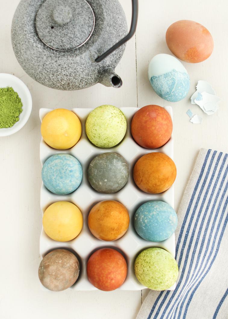 oua de paste vopsite natural cu ceai